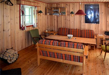 Flyzone_cabin_sitting_room